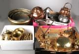 En samling køkkentøj af kobber, messing og tin, 1700-1900-tallet