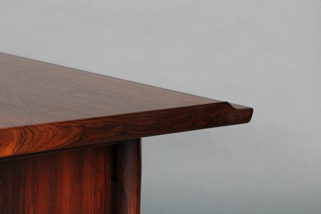 Arne Vodder. Skrivebord af palisander med sidebordskænk