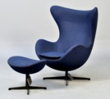 Arne Jacobsen for Fritz Hansen. Lounge chair, model 3316, The Egg, with ottoman, model 3127. Limited Edition (2)