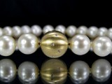 South Sea pearl necklace, gold clasp with brilliant-cut diamonds