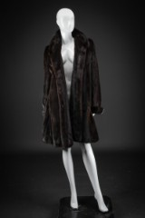 Mahogany mink swinger coat, size 42 (can be used as size 38-40). Labelled Marciano