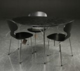 Arne Jacobsen. Egg-shaped anniversary table and three Ant chairs (4)