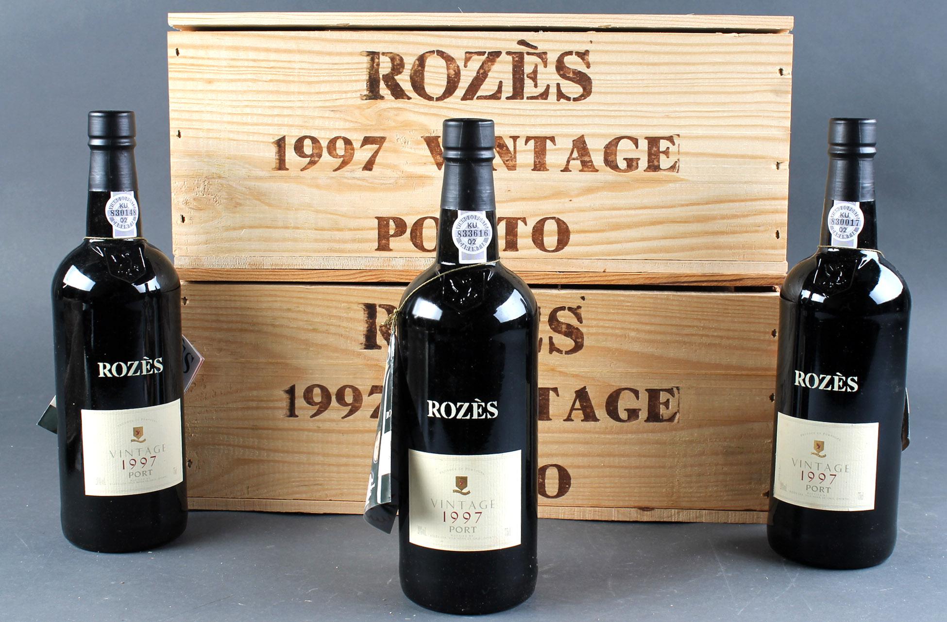 Rozes Vintage Port 1997 - Rozes vintage portvin, 12 flasker fra Douro dalen i Portugal, årgang 1997. Opbevaret i 2x 6 stk trækasse Modelfoto