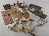 Samling vintage lås och mässingshandtag (18)