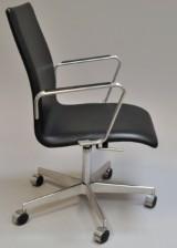 Arne Jacobsen. Oxford kontorstol, model 3291. Red Label fra 2007
