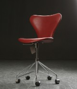 Arne Jacobsen. Series 7 office chair, Indian Red leather