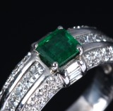Emerald and diamond ring, 18 kt. white gold. 20th century-second half