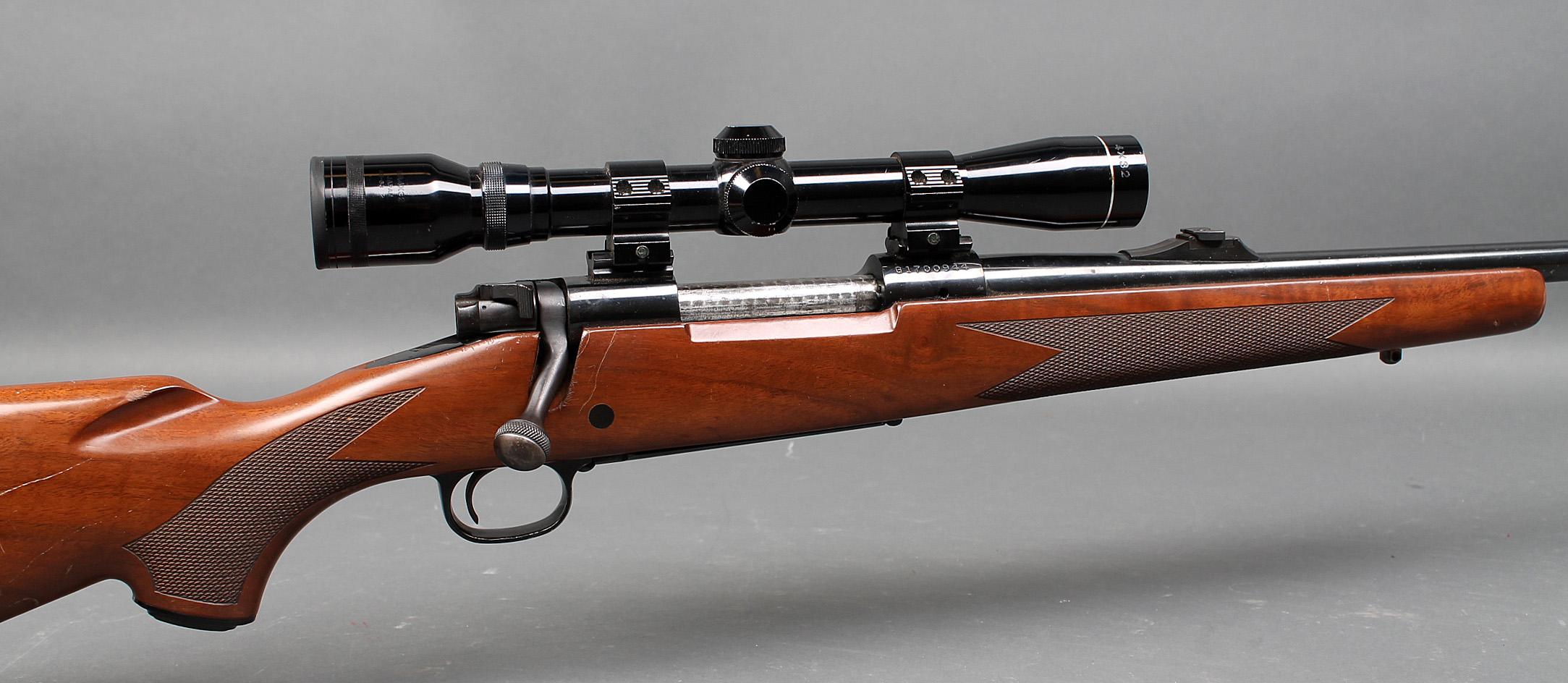 Jagtriffel kaliber 6,5x55 Winchester Model 70 XTR Sporter med Tasco sigtekikkert - Serienummer G 1700944. Amerikansk Winchester jagtriffel Model 70 XTR Sporter i kaliber 6,5x55 mm med Tasco 4x32 sigtekikkert (Trådkors) i lav fast montage samt med korn og justerbar kærv. Cylinderlås. Fremstår med brugsspor på kolbe. Fast...
