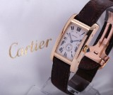 Cartier 'Tank Americaine'. Unisex watch, 18 kt. gold with date