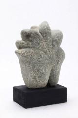 Ole Mynster Herold. cd. Formia. Skulptur af groftpoleret granit.