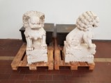 Paar chinesische Wächterlöwen / Steinlöwen auf Granitsockel (2)
