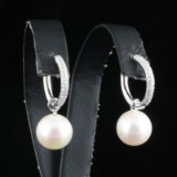 Pearl earrings with freshwater pearls and diamonds