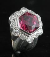 Diamond og turmalin ring i 18kt ca . 1.00ct <br>