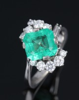 Emerald and brilliant-cut diamond ring, 14 kt. white gold