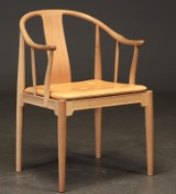 Hans J. Wegner. Armchair 'The China Chair' in ash, model FH 4283 as well as an extra seat cushion (2)