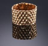 Mario & Romeo Ranzan, Vicenza. A wide retro bracelet, 18 kt. gold, 1950s