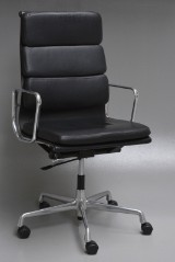Charles Eames. Office chair with armrests, model EA-219