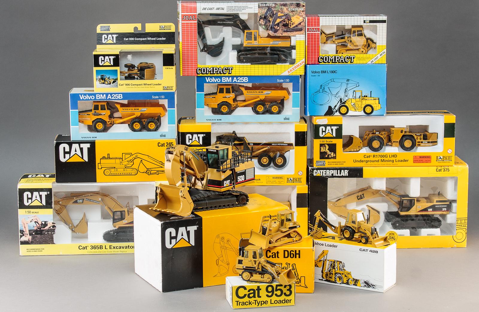 Caterpillar mfl. Entreprenør modeller i æsker - Caterpillar entreprenør modeller i æsker bestående af: Cat 375, Cat 245, Cat 955L, Cat 906, Cat 365B, Cat R1700G LHD, Cat 5130, Cat 953, Cat 428, Cat 725, Cat D6H, Cat 777D. Derudover: Volvo BM A25B, Volvo BM L180C, Volvo BM A25B, Åkerman EC620...