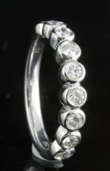 18kt half eternity diamond ring approx. 0.48ct