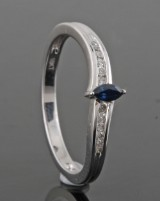 Diamond ring in 18kt. gold with sapphire approx. 0.08ct