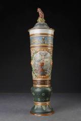Mettlach. Stor 'Sankt Hubertus' lågpokal af keramik, ca. 1900
