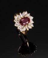 A. Dragsted. Rosetring med rubin og diamanter