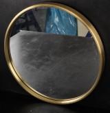 Rund Spegel med mässingskant.