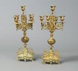 Par kandelabre af forgyldt bronce og messing, 1800-tallets slutning (2)