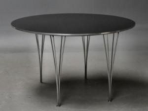Piet Hein / Arne Jacobsen. Rundt spisebord med plade af sort laminat ...