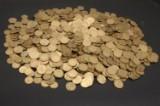 Stor samling DK. gule 1-2kr. på ca. 10-15kg. dertil en samling DK. på albumsblade med en del sølv m.m.