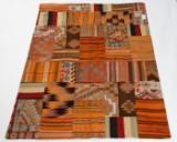Tæppe, design 'Revive Patch' fremstillet hos Loomier, ca. 240 x 175 cm
