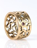 Rosgaard Collection: 'Giraf' ring,18 kt gold with three diamonds, total approx. 9.5 g