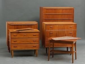teak møbler Samling teak møbler, 4 kommoder, 2 spejle og lille bord (7  teak møbler