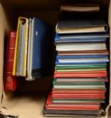 Samling frimærker i stor kasse