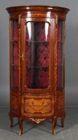 Vitrineskab, Louis XV stil