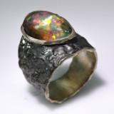 Opal ring. Unika af guldbelagt/ rhodineret sterling sølv, vægt ca. 10,7 gram