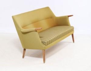 Dansk møbelproducent, Sofa med ben og negle af eg/bøg Denne vare er ...