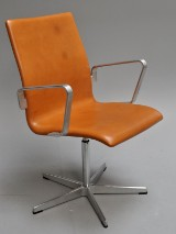 Arne Jacobsen. Oxford office chair, Red Label, model 3271, cognac-coloured 'Elegance' leather