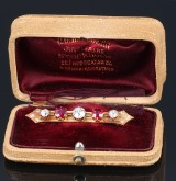 Early Art Deco diamond and ruby broche, 18 kt. gold, gift from Crown Princess Margareta of Sweden, c. 1915
