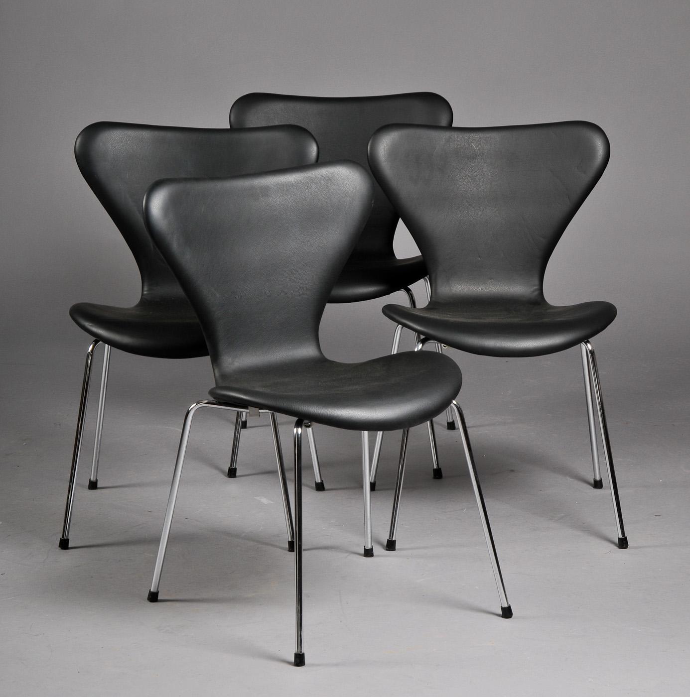 Arne Jacobsen. Sæt på fire stole, model 3107. (4) |