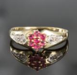 Ring in Gelbgold mit Brillanten und Rubinen