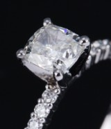 Diamond solitaire ring, 18 kt. white gold with cushion-cut diamond, approx. 1.06 ct. GIA certificate included