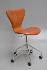 Arne Jacobsen. Office chair, model 3117, reupholstered