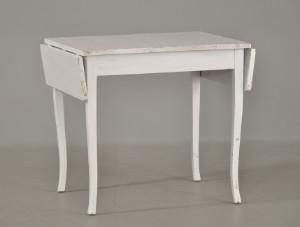 Slutpris för Køkkenbord af hvidmalet træ med
