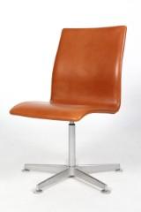Arne Jacobsen. Oxford kontorstol. Walnut Elegance læder.