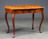 Skrivebord af mahogni og rodtræ, rokoko stil