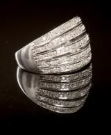 Ring 14 kt. hvidguld ca. 7 g med diamanter
