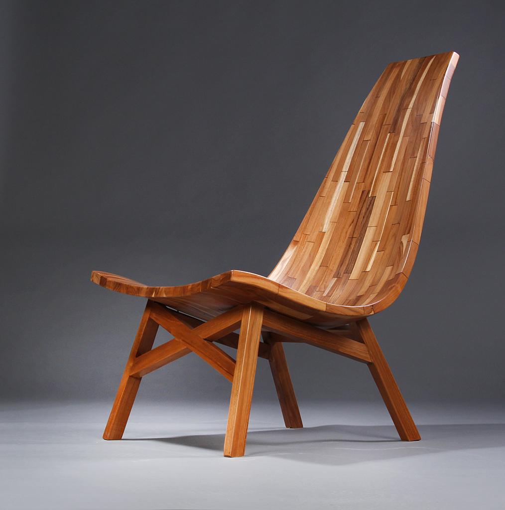 Loungestol af massiv stavlimet formspændt oliebehandlet teaktræ - Loungestol af massiv stavlimet formspændt oliebehandlet teaktræ, designet i skandinavisk stil. H. 97/34. B. 61/25 cm. Model fotos. Se også vare nummer: 4616097