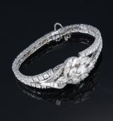 Vintage diamantarmbånd med skjult Omega ur, udført i platin og 18 kt. hvidguld, i alt ca. 15,50 ct. 1940erne
