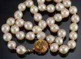 Akoya perlehalssmykke med guldlås